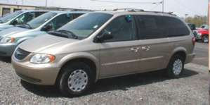 2003 Chrysler Town & Country LX pictures