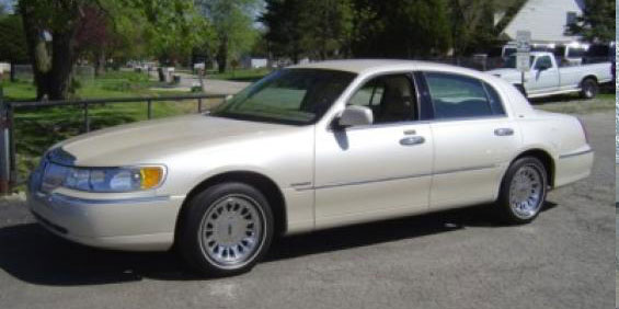 2001 Lincoln Town Car Cartier Pictures
