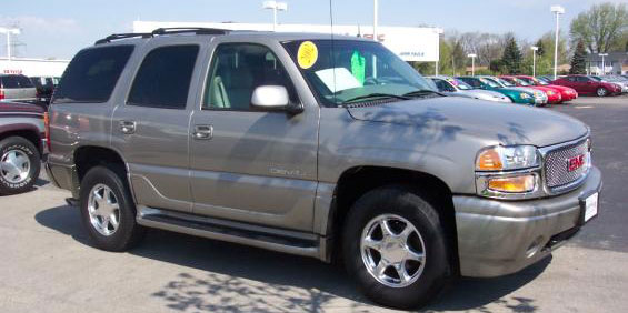 Used Gmc Yukon Denali >> 2002 Gmc Yukon Denali Used Car Pricing Financing And Trade In Value